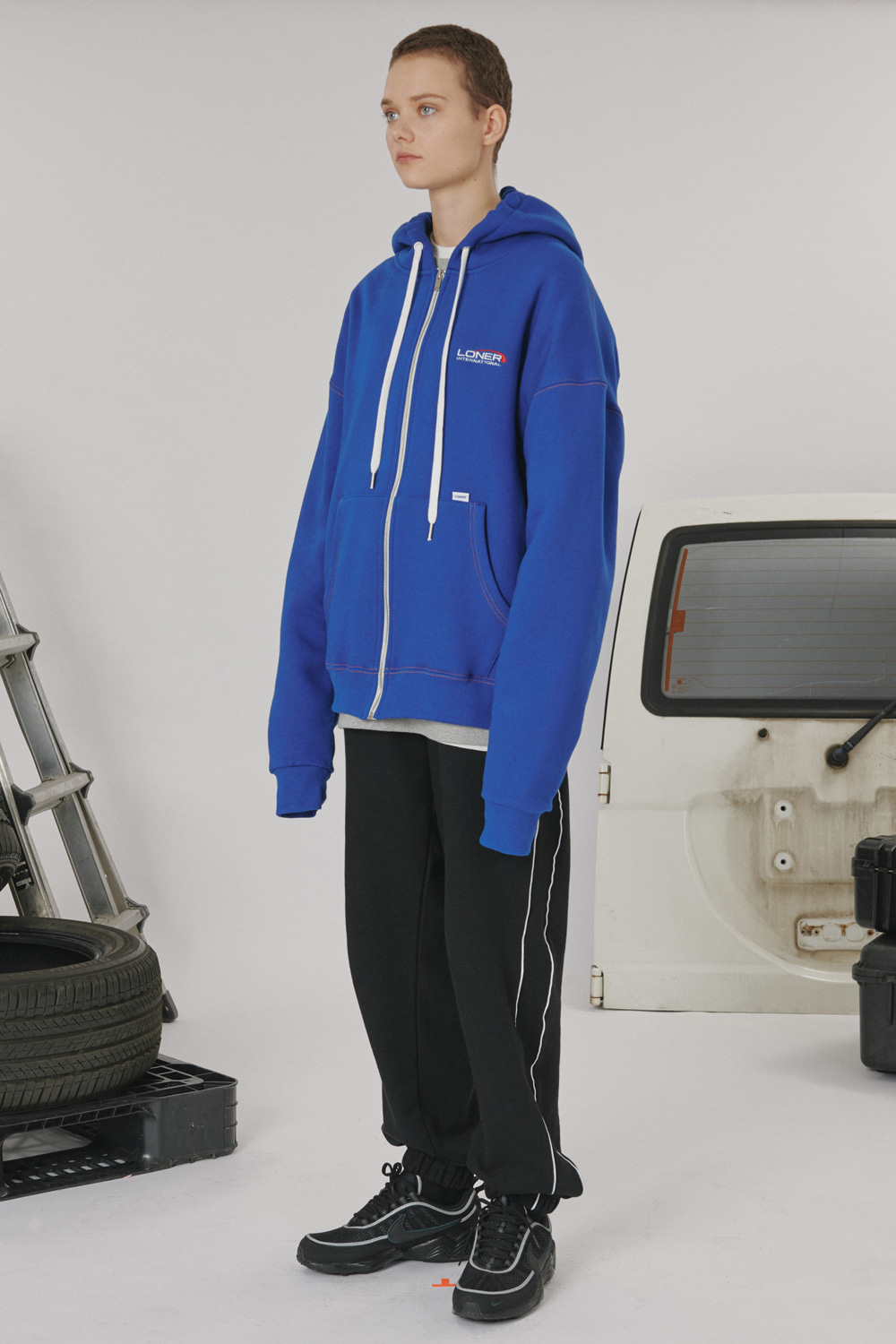 [LONER SEASON OFF SALE] Stitch point hoodie zipup - Blue (기간한정 01.17 - 01.23)