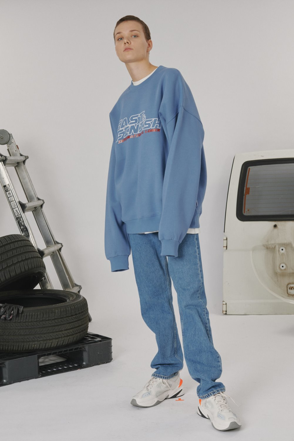 [가을맞이 세일] Fast and finish sweatshirt - Light blue (기간한정 9.06 - 9.19)