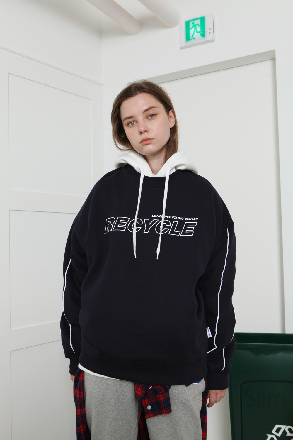 [LONER SEASON OFF SALE] Recycle center sweatshirt-navy (기간한정 02.21 - 02.27)