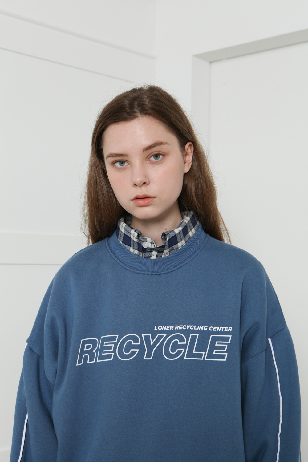 [LONER SEASON OFF SALE] Recycle center sweatshirt-dark blue (기간한정 01.17 - 01.23)