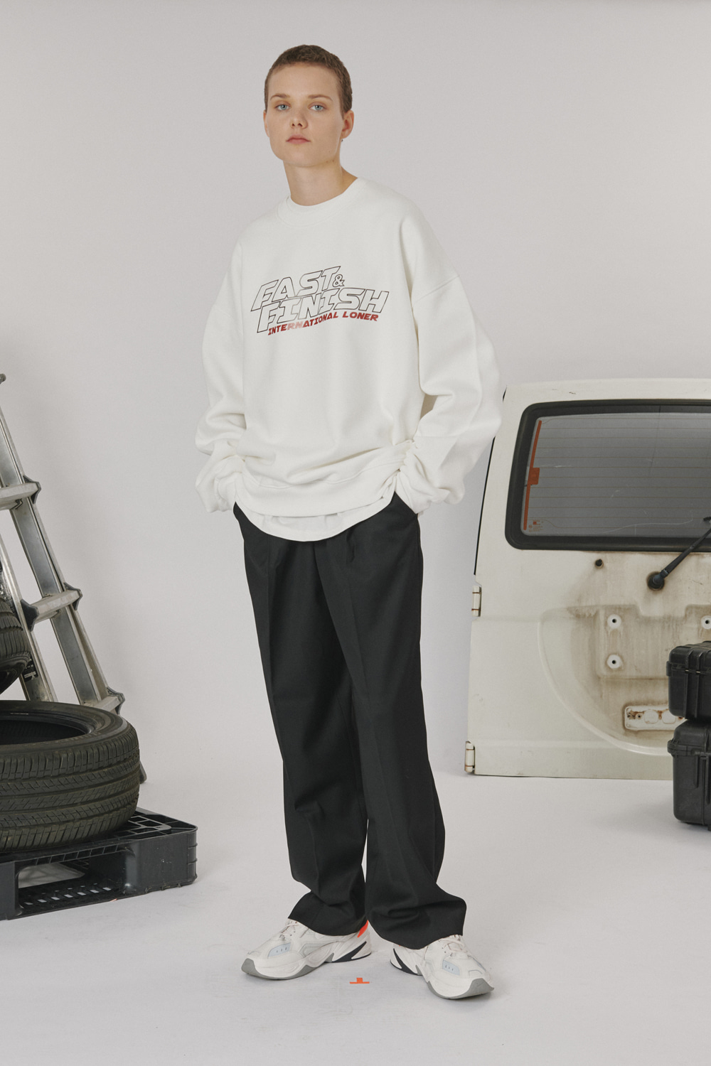 [LONER SEASON OFF SALE] Fast and finish sweatshirt - White (기간한정 04.03 - 04.09)
