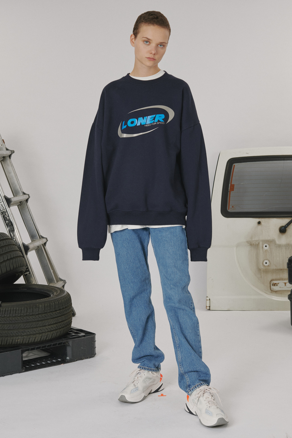 [LONER SEASON OFF SALE] Circle racer logo sweatshirt - Navy (기간한정 01.17 - 01.23)